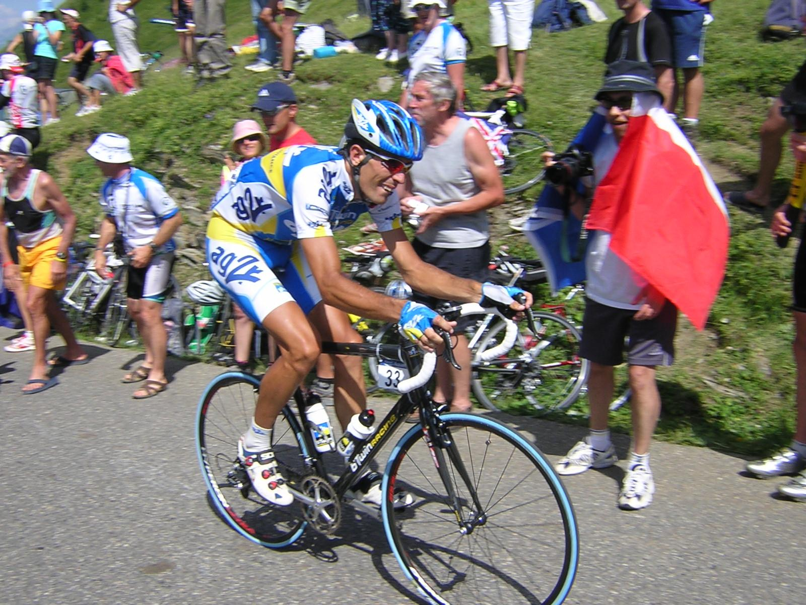 Fin de carrière pour Mikel Astarloza, ici au sommet du Col du Glandon